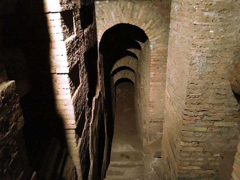 Dédales dans les catacombes